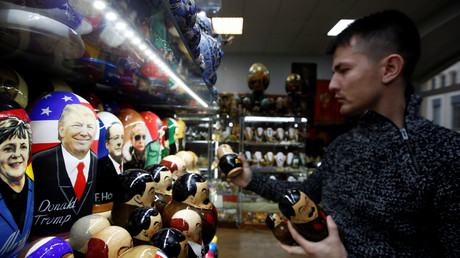 Als Matrjoschka-Puppe gibt es ihn bereits. Donald Trump in einem russischen Souvenir-Shop.