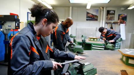 Gern gesehen in der Industrie: Das Ford-Werk in Köln bildet Flüchtlinge aus.
