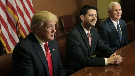 Der zukünftige amerikanische Präsident Donald Trump beim Treffen mit Paul Ryan  und Vize-Präsident Mike Pence am Parlament in Washington, 10. November 2016.