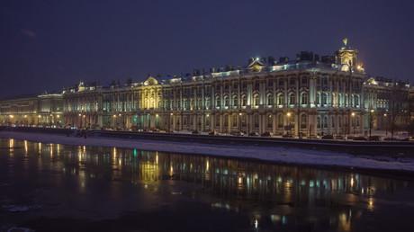 St. Petersburg bei Nacht - Die Stadt zieht zunehemend chinesische Touristen an.
