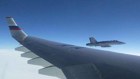 Moskau fordert von Bern eine Erklärung wegen Kampfjets in der Nähe der russischen Maschine