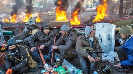 Die Aufständischen vom Maidan. Ein Foto von Dmitri Stenin, eines in der Ukraine ums Leben gekommenen russischen Journalisten.