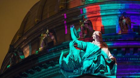 Lichtspiel an der St. Isaac-Kathedrale in St. Petersburg.