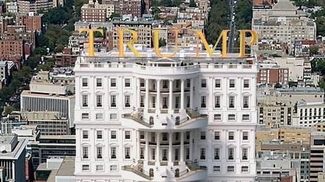 Spanischer Fotograf modelliert Weißes Haus à la Trump