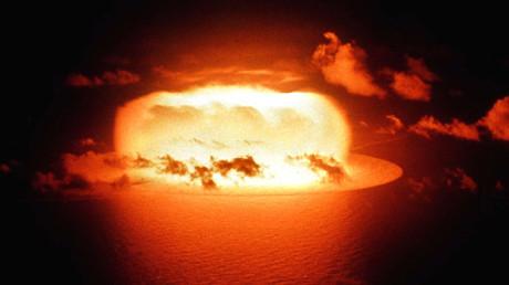 Ein US-amerikanischer Atombombentest auf dem Eniwetok-Atoll; 30. Mai 1956