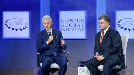Gern gesehener Gesprächspartner der Clinton Foundation: Der ukrainische Präsident Petro Poroschenko mit Bill Clinton.