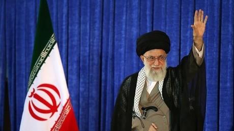 Der iranische Präsident Ayatollah Ali Khamenei bei einer Ansprache zum Tod des Staatsgründers Khomeini in Tehran, 3. Juni 2016.