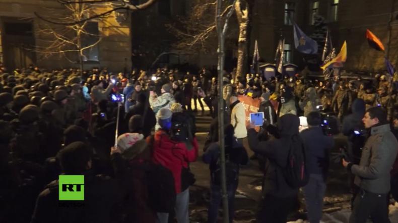 Kiewer Maidan: Mit Handgranaten gegen Polizisten – Rechter Sektor will erneuten Umsturz