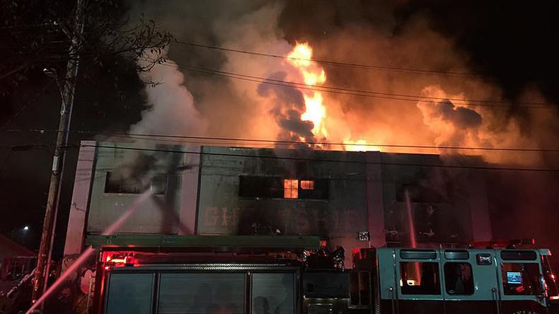 Kalifornien: Todesopfer und Verletzte bei Brand in Nachtklub