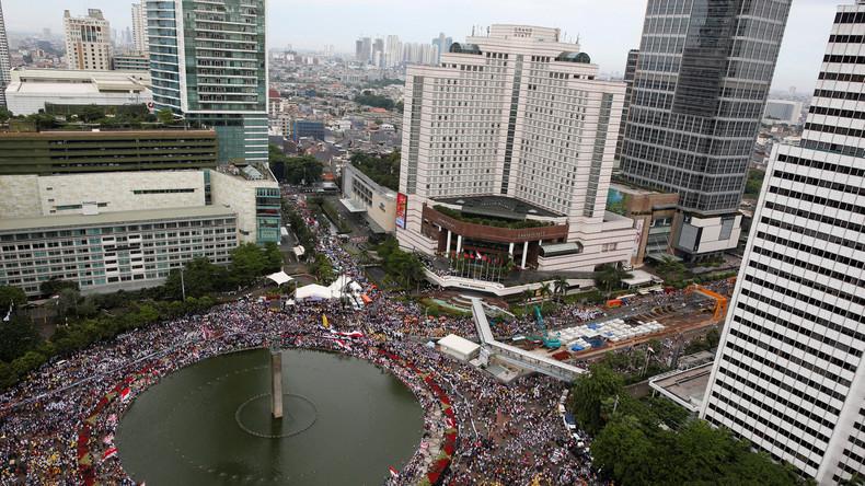 Zehntausende Menschen werben in Indonesien für Toleranz