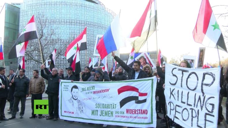 """Berlin: """"Stoppt die Hilfe für Terroristen"""" - Protest vor saudischer, türkischer und US-Botschaft"""