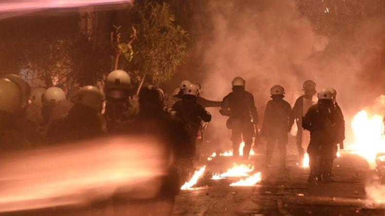 Athen: Massive Ausschreitungen am achten Jahrestag tödlicher Polizeischüsse auf einen 15-Jährigen