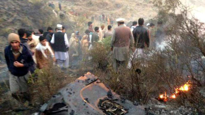 Maschine mit 47 Fluggästen an Bord stürzt in Pakistan ab
