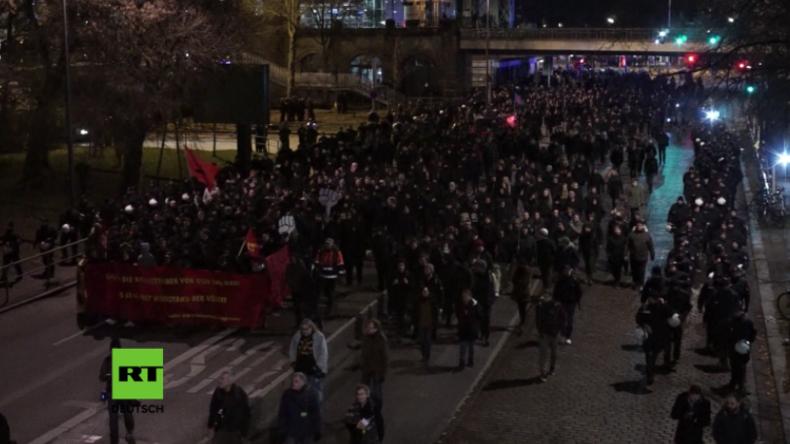 """Hamburg: Hunderte Linke demonstrieren gegen die """"Außenminister, die Kriegstreiber sind"""""""