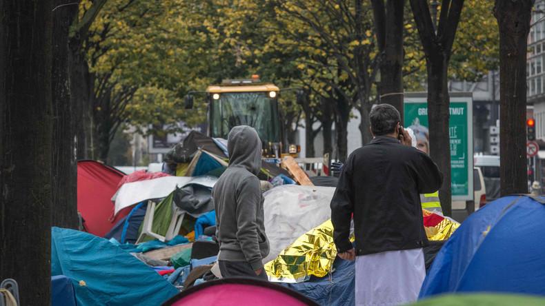 Frankreich: Spannungen steigen - Hunderte von Flüchtlingen campen in Pariser Vorort