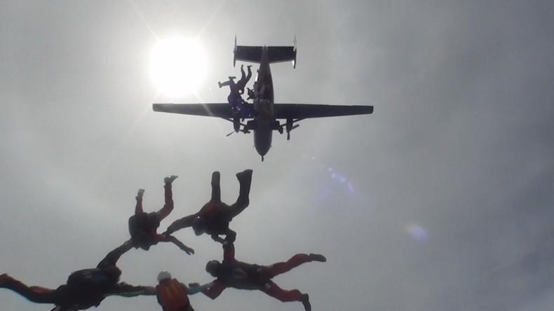 Einmal in Russland: Adrenalin pur beim Fallschirmspringen und Basejumping