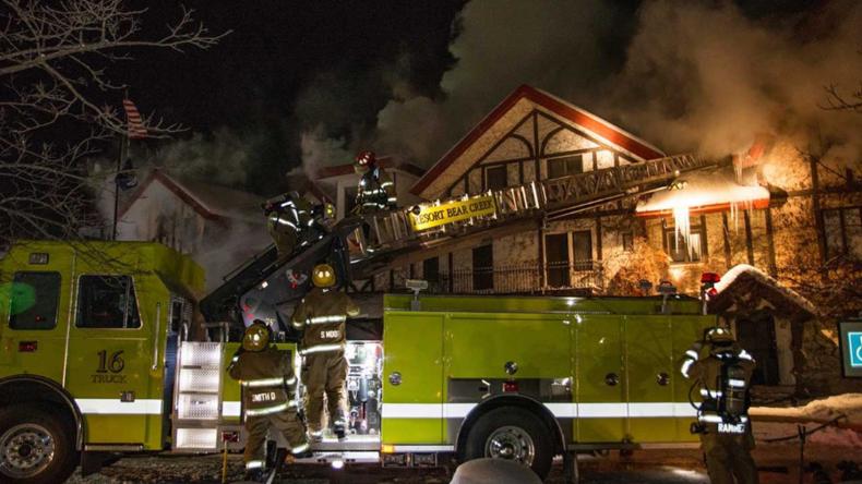 USA: Großbrand im Skikurort in Michigan - 12 Verletzte
