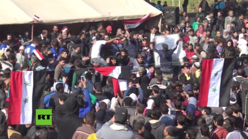 Damaskus: Hunderte Menschen feiern nach Befreiung durch SAA auf den Straßen