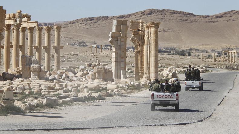 IS-Kämpfer haben Palmyra auf Fahrzeugen mit Sprengsatz und Selbstmordattentätern überfallen