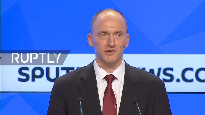 Live: Ex-Berater von Trump, Carter Page, hält Präsentation in Moskau