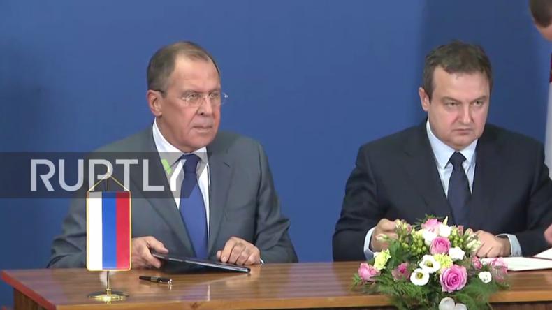 Live: Russischer und serbischer Außenminister geben gemeinsame Pressekonferenz in Belgrad