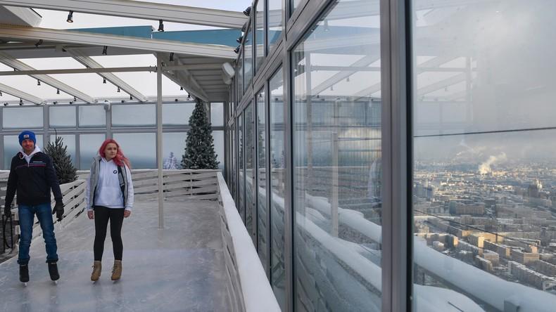 Europas höchste Eisbahn in Moskau eröffnet