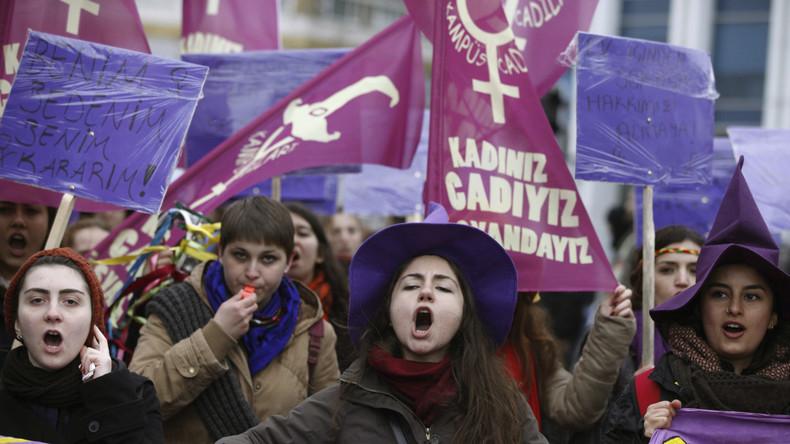 """Türkischer Bürgermeister verteilt frauenfeindliche Broschüre: """"Frauen dürfen geschlagen werden"""""""