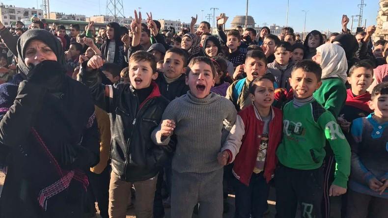 Die Türkei baut Lager für Flüchtlinge aus Aleppo