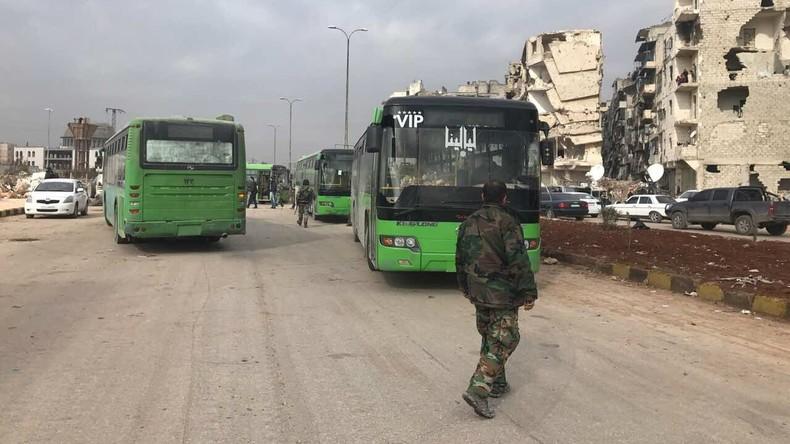 Ost-Aleppo: Evakuierung rettet 10.000 Menschen das Leben und könnte weitere Waffenruhe ermöglichen