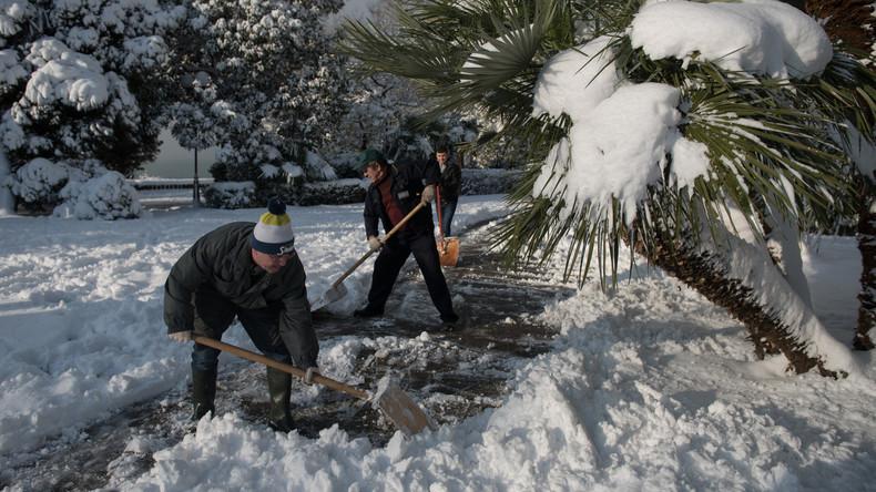 Schneefall in Sotschi: Behörden bitten Einwohner um Hilfe bei Schneeräumung