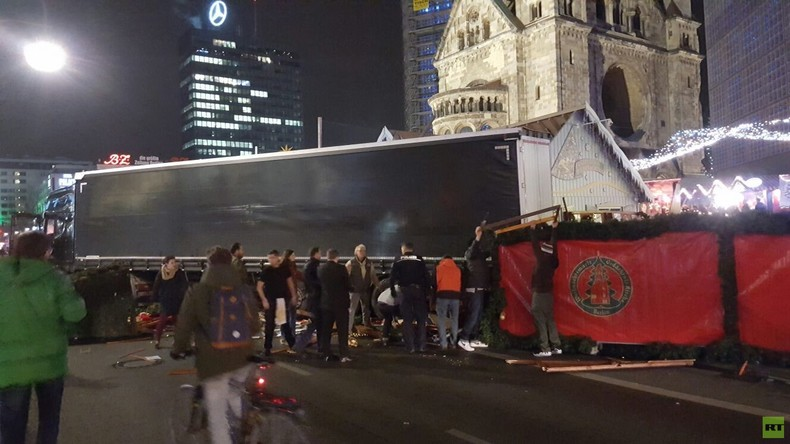 Terrorverdacht – LKW fährt in Menschenmenge auf Weihnachtsmarkt in Berlin
