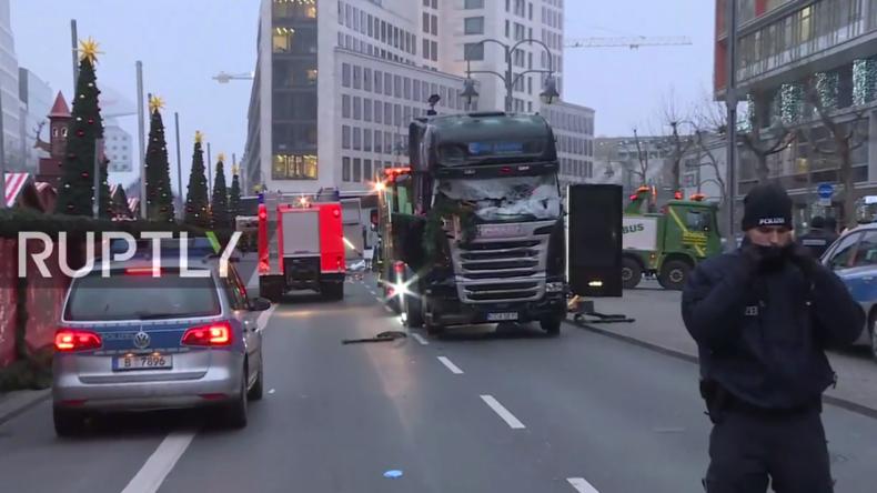 Live aus Berlin vom Breitscheidplatz: Am Morgen nachdem ein Mann mit einem LKW 12 Menschen tötete
