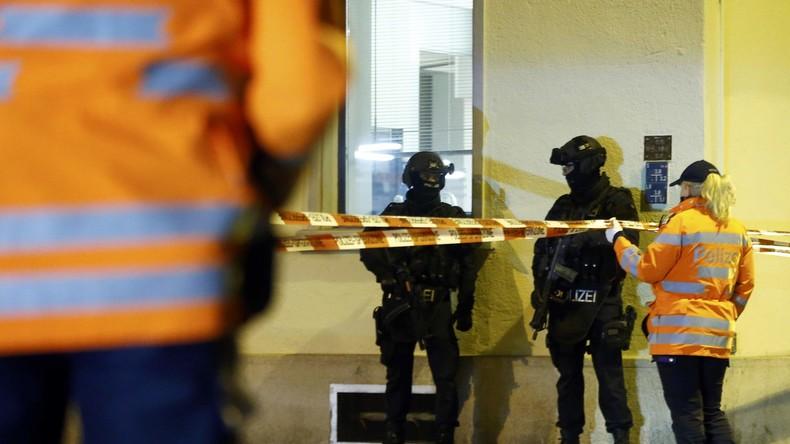 Polizisten eines Sonderkommandos vor dem islamischen Zentrum in Zürich, Schweiz, 19. Dezember 2016.