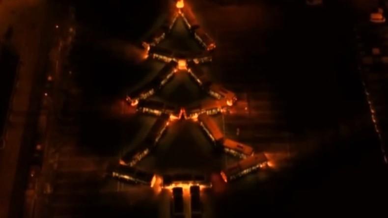 Weihnachtsbaum aus Bussen - Ungarische Fahrer stellen Fahrzeuge als Tanne auf