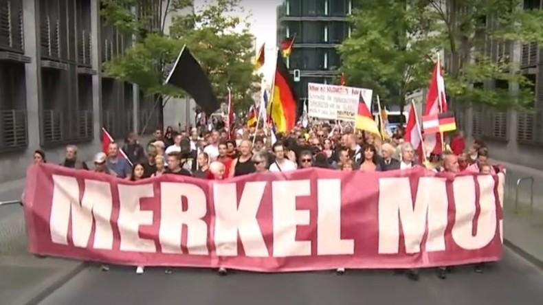 Live: Nach Anschlag in Berlin - Mahnwache und Proteste von Linken und Rechten am Breitscheidplatz