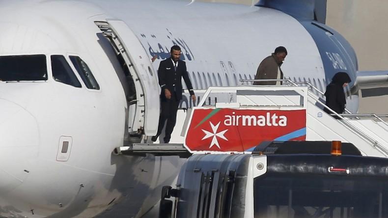 109 Menschen aus entführtem Flugzeug freigelassen [VIDEO]