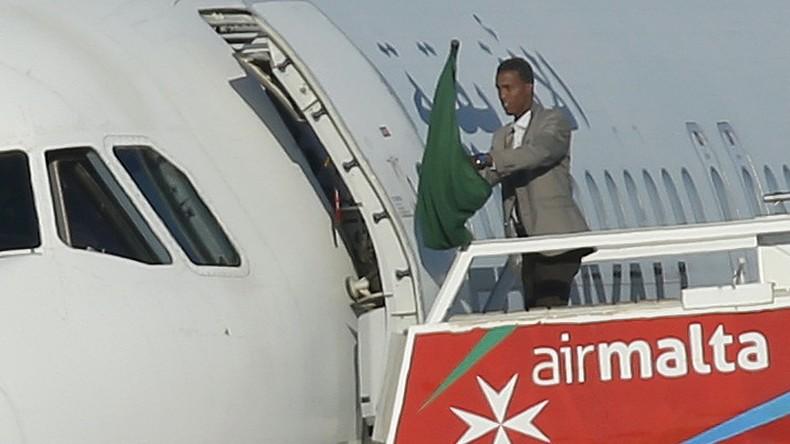 Alle Geiseln aus Flugzeug in Malta befreit, Entführer wollen politisches Asyl