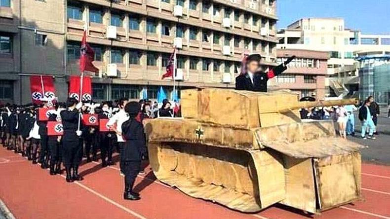 Taiwans Bildungsministerium entschuldigt sich für Nazi-Parade und Panzer aus Pappe