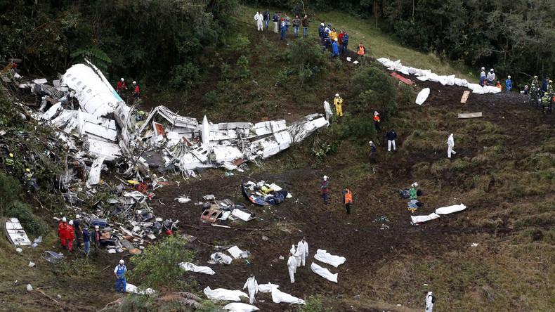 Flugzeugabsturz in Kolumbien: Treibstoffmangel und Überladung sind mögliche Ursachen