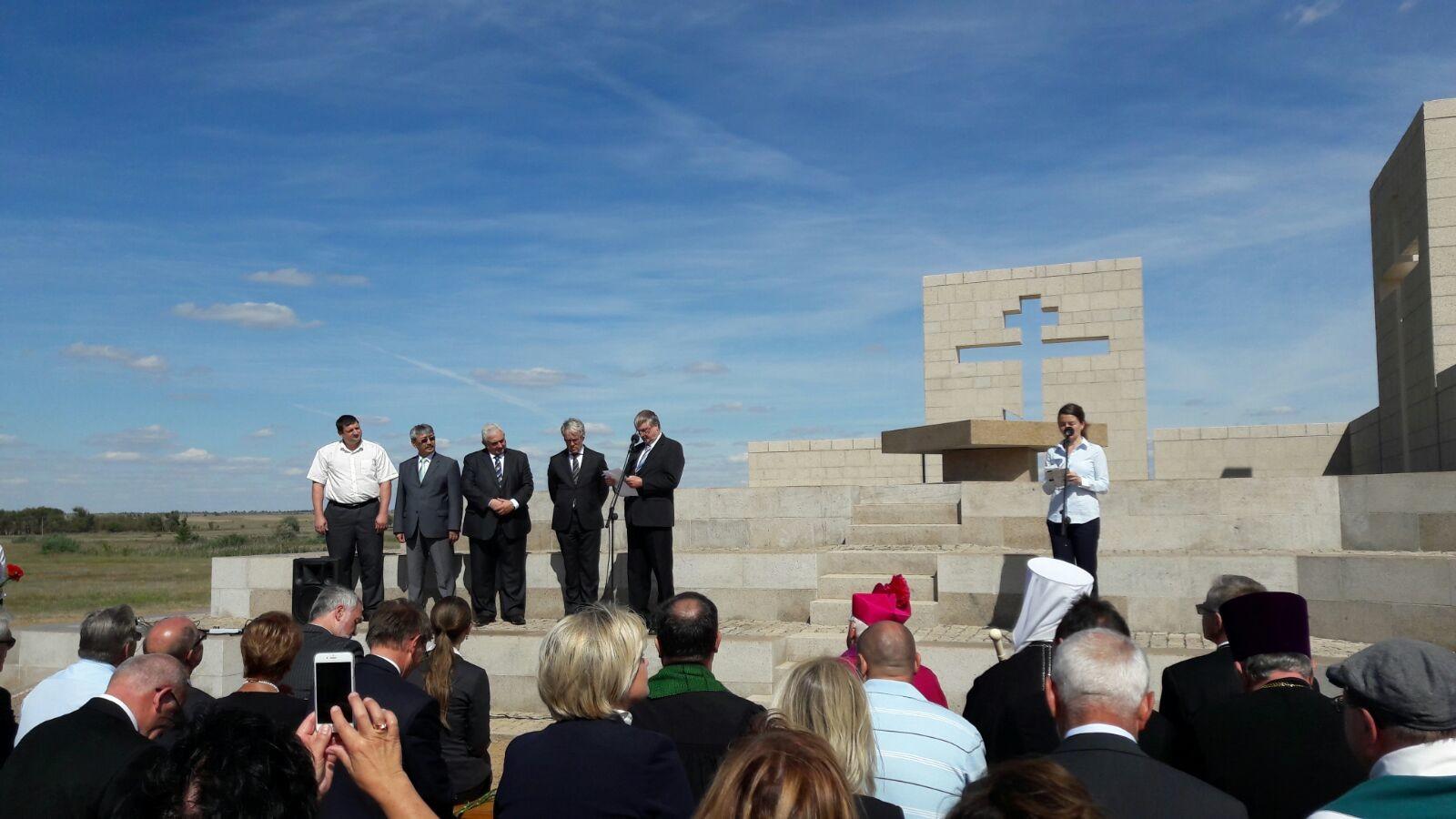 Freundschaft und Frieden - Einweihung der Kapelle am Soldatenfriedhof in Stalingrad