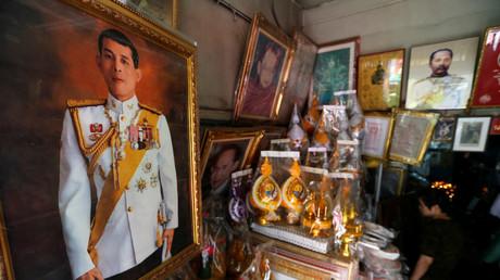 Gemälde des Kronprinz Maha in einem Souvenirshop in Bangkok.