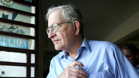 Der Linguistik- und Philosophie-Professor Noam Chomsky,während eines Besuchs in Havanna. Kuba, 2003