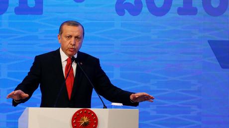 Erdogan ruft sein Volk auf, Dollar gegen Lira und Gold zu wechseln