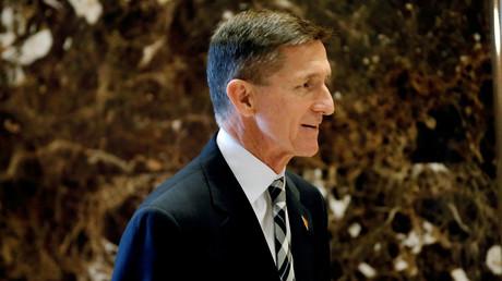 General Michael Flynn, ehemals Chef des Militärgeheimdienstes DIA, auf dem Weg zu einem Treffen mit dem gewählten Präsidenten Donald Trump, New York City, 17. November 2016.