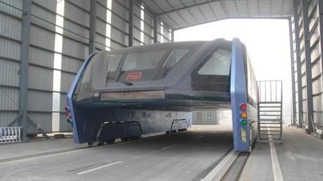 Verfall der Zukunft -Innovativer Uber-Bus verrostet in China