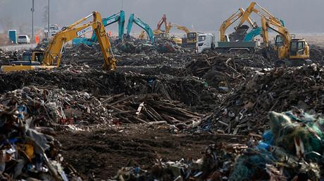 Nach dem Atomunfall infolge der Tsunamikatastrophe vom März 2011 in Fukushima entwickeln sich die Folgekosten in einem Ausmaß, das weit über die ursprünglichen Annahmen hinausreicht.