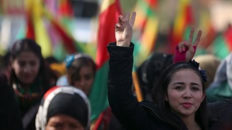 Kurdischer Protest an der syrisch-türkischen Grenze.