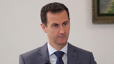 Im Interview mit RT kritisierte der Präsident der Arabischen Republik Syrien, Baschar Al-Assad, die einseitige Reaktion des Westens auf den Angriff der Terrormiliz