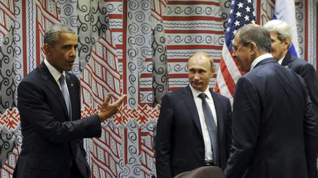 Der Präsident der Russischen Förderation, Wladimir Putin, und  Außenminister Sergej Lawrow im Gespräch mit Barack Obama und US-Außenminister John Kerry am Rande der UN-Generalversammlung in New York, September 2015.