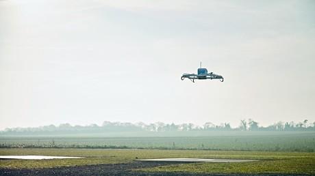 Amazon absolviert erste Warenlieferung per Drohne [VIDEO]